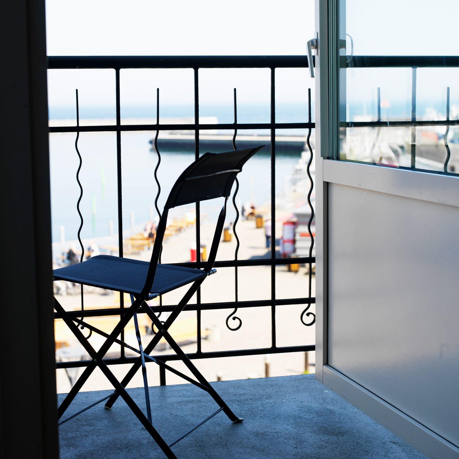 Hyr våningen vid havet med utsikt över Simrishamns hamninlopp